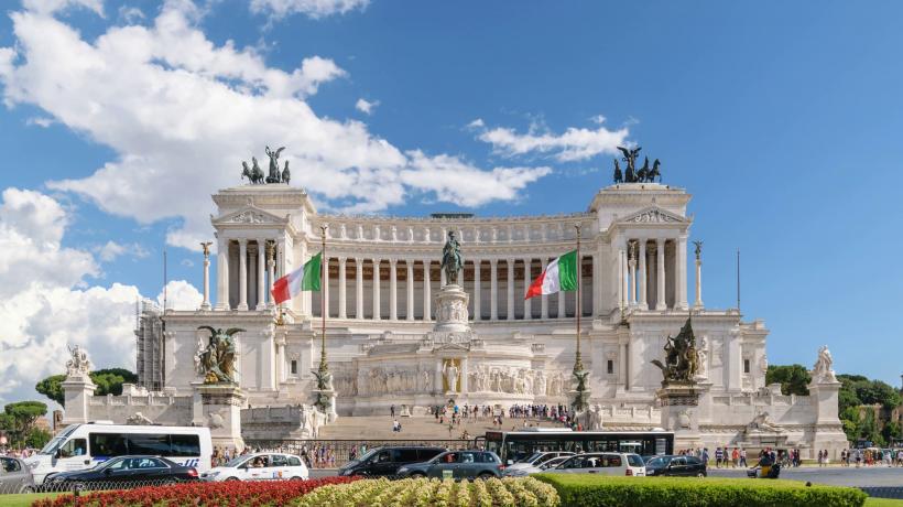 time-lapse-at-piazza-venezia-rome-italy_stsc8e0e__F0000