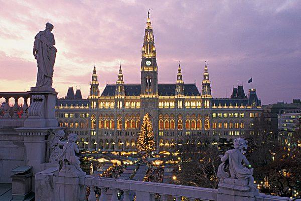 00000030016-christmas-market-in-vienna-in-front-of-the-city-hall-oesterreich-werbung-Viennaslide.jpg.3275816